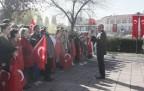 Atatürk Anıtı Al bayraklarla renklendi