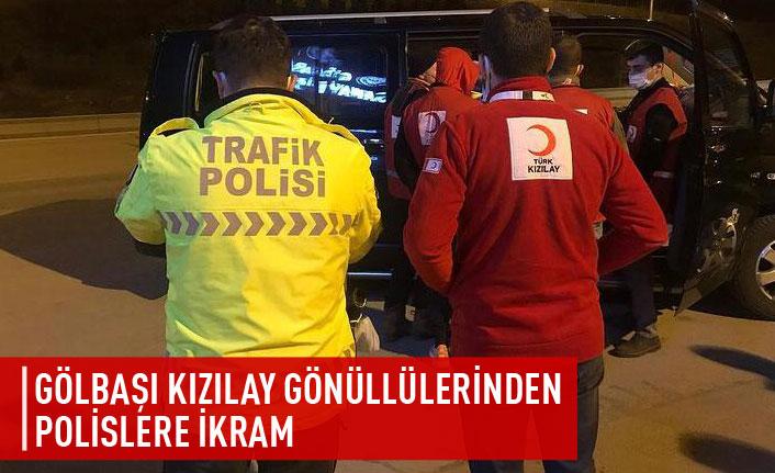 Kızılay Gölbaşı şubesi mensupları polislere ikramda bulundu