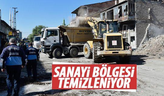 Ata Sanayi'de temizlme ve tahliye çalışması