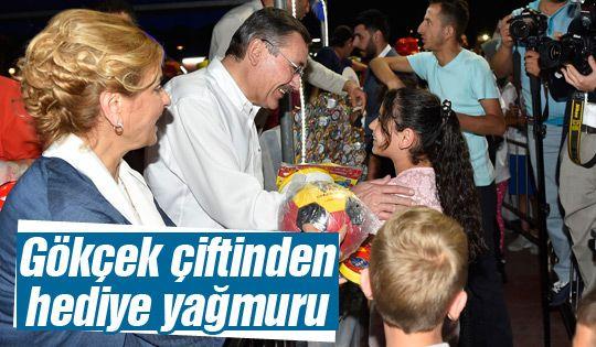 Başkan Gökçek çocuklara bayram hediyesi dağıttı