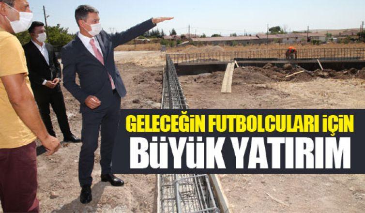 Başkan Şimşek halı saha inşaatlarını başlattı