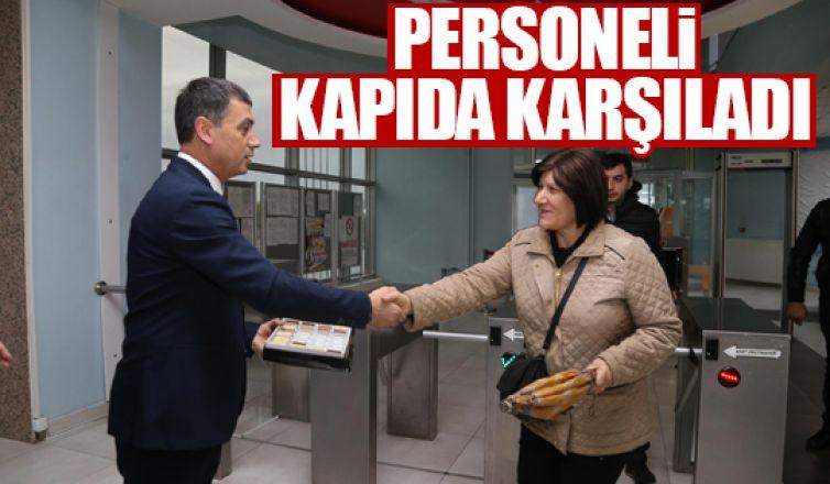 Başkan Şimşek personeli kapıda karşıladı!