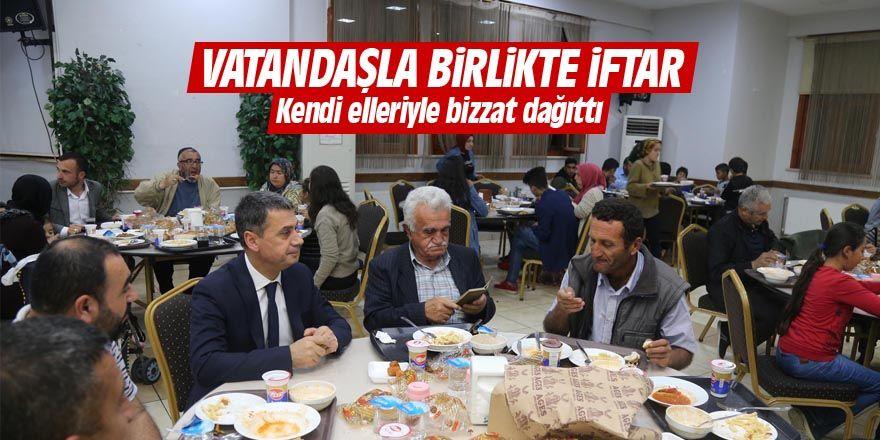 Başkan Şimşek vatandaşlarla birlikte iftar yaptı
