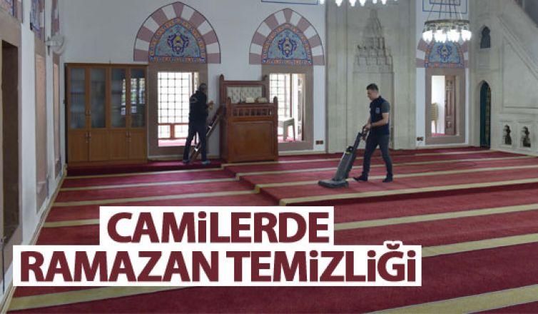Başkent'teki camilerde temizlik