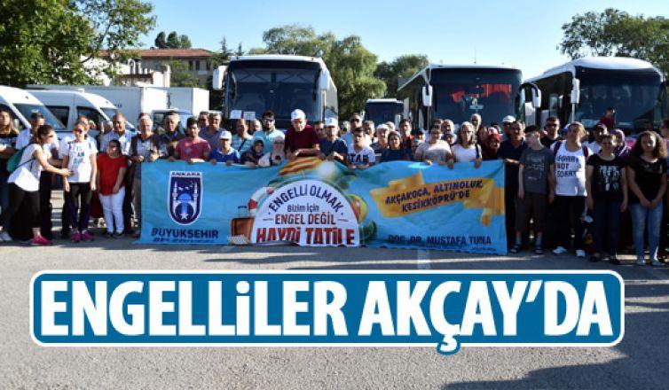 Büyükşehir engellileri Akçay'a tatile gönderdi