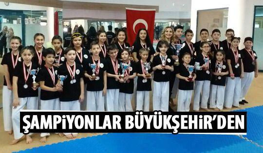Karate şampiyonları Büyükşehir'den