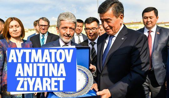 Kırgız yazar Cengiz Aytmatov anıtına ziyaret