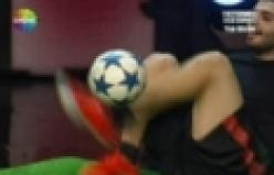 Yetenek Sizsiniz'de mest eden serbest futbol şov