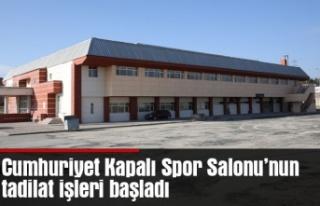 Cumhuriyet Kapalı Spor Salonu'nun tadilat işleri...