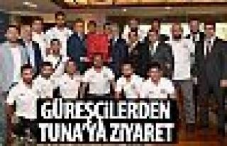 ASKİ Sporlu güreşçilerden Başkan Tuna'ya ziyaret