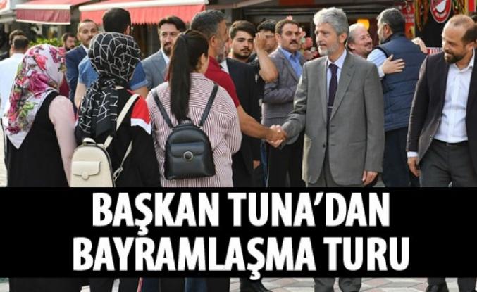 Başkan Tuna ilçe ilçe geziyor