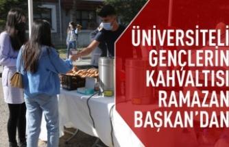 Gölbaşı Belediye Başkanı Ramazan Şimşek'ten Gençlere Çay ve Poğaça İkramı