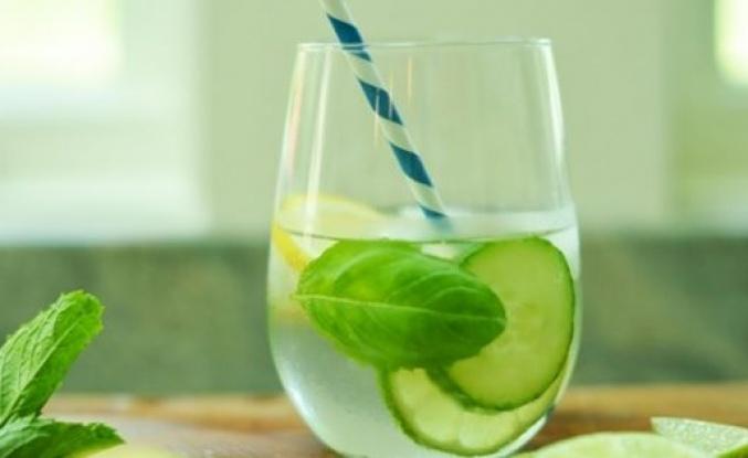 Zayıflatan basit detoks içeceği